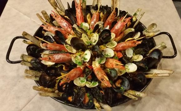 La nostra Paella di pesce € 50,00 a coppia